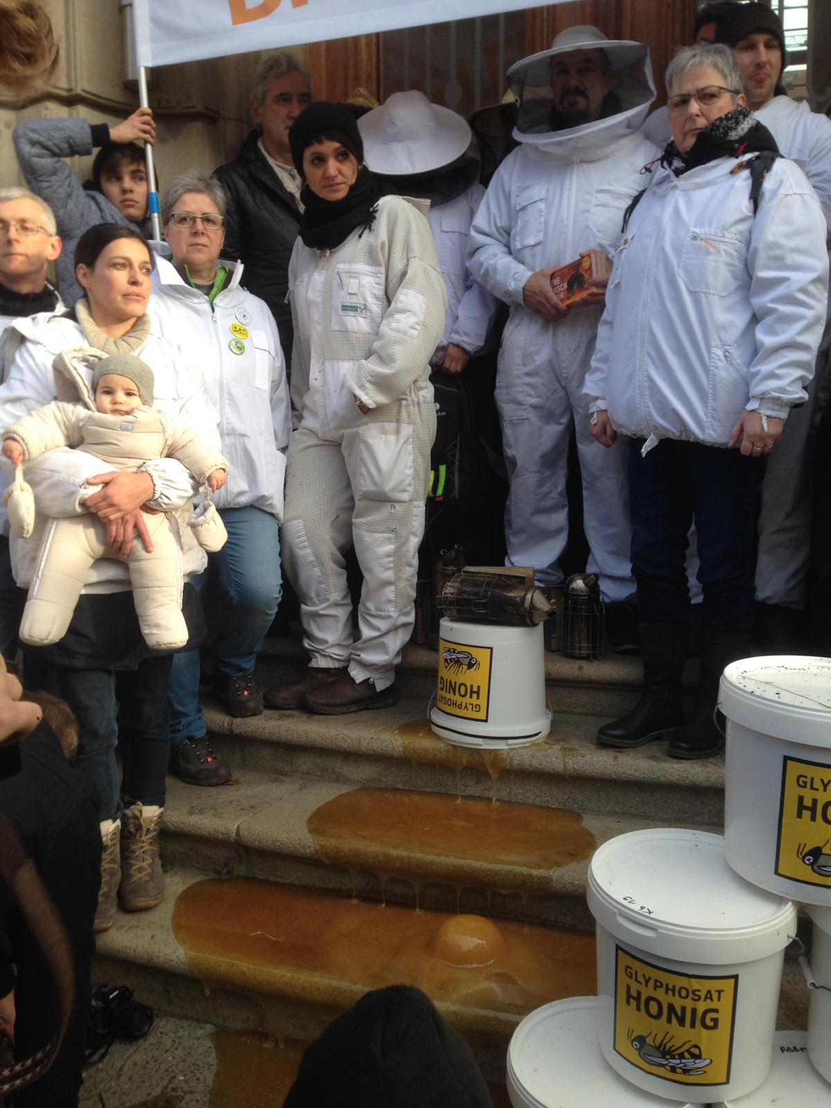 Demonstranten vor dem BMEL (Bild: P Labs)