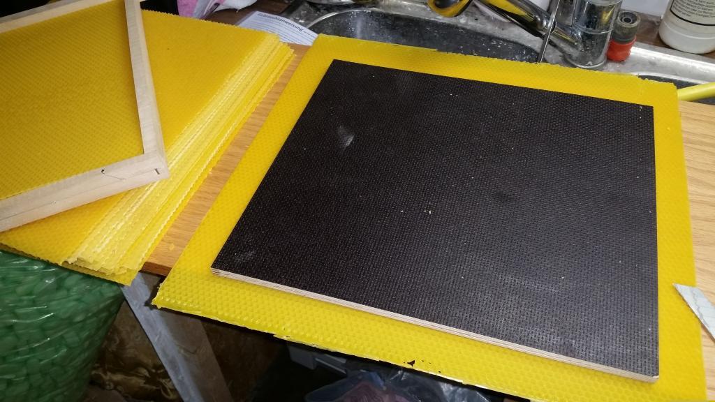 Zuschneiden der Mittelwände mit passendem Brett.