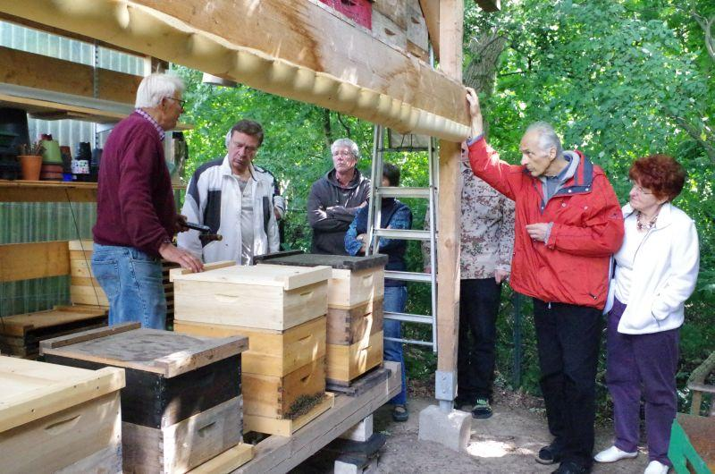 <strong>Ein überdachter Bienenstand mit viel Platz für Bienen und Material - für viele Stadtimker ein Traum!</strong>