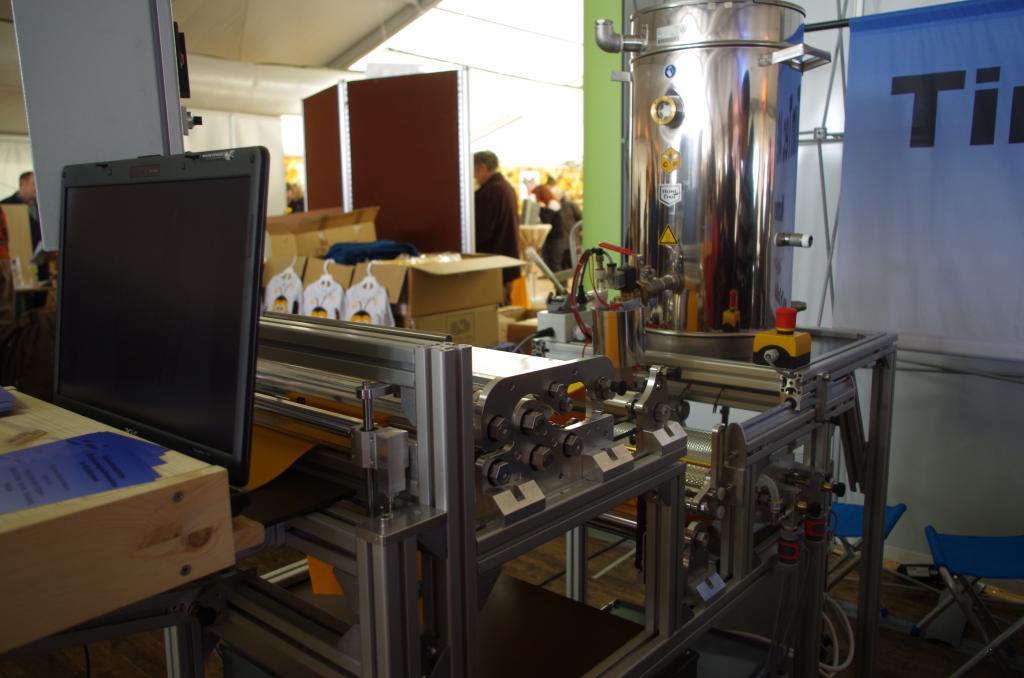 Für knapp 18.000 € gibt es eine kleine Mittelwandgiessanlage mit allem Drum und Dran um kleine Mengen getrennt verarbeiten zu können!