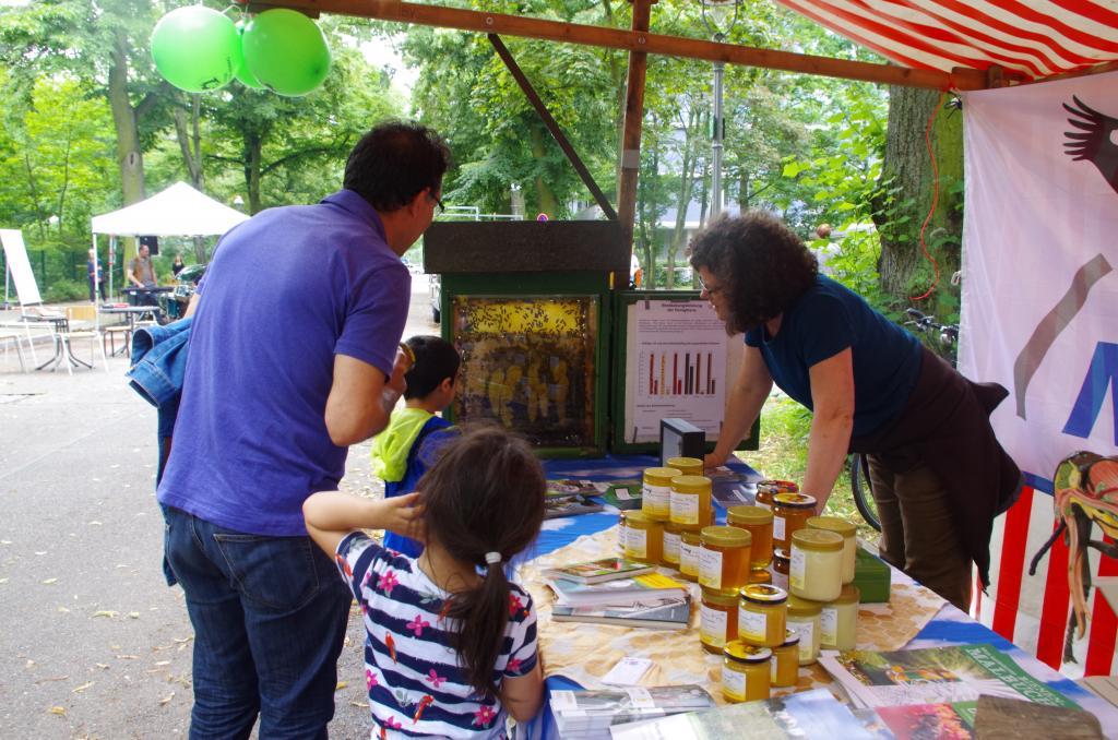 Auf dem Kiezfest wurden Bienen mit Annette geguckt...