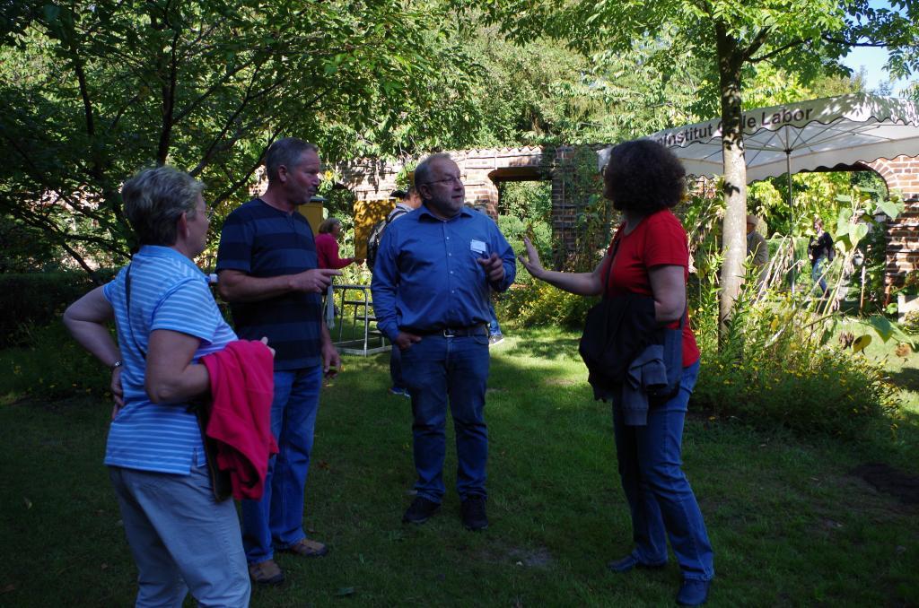 Dort traf man viele bekannte Gesichter: Bienenfachberater Guido Eich...